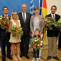 Innen- und Integrationsminister Joachim Herrmann mit neuen deutschen Staatsangehörigen